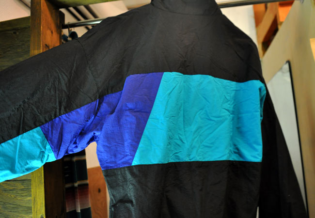 Nylon pullover back