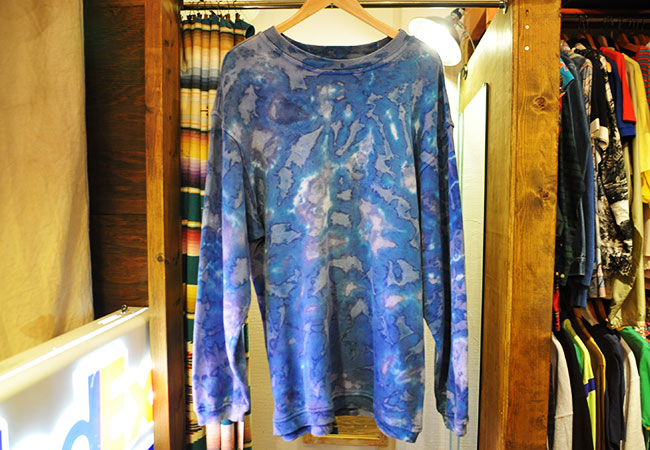tie-dye sweat shirt